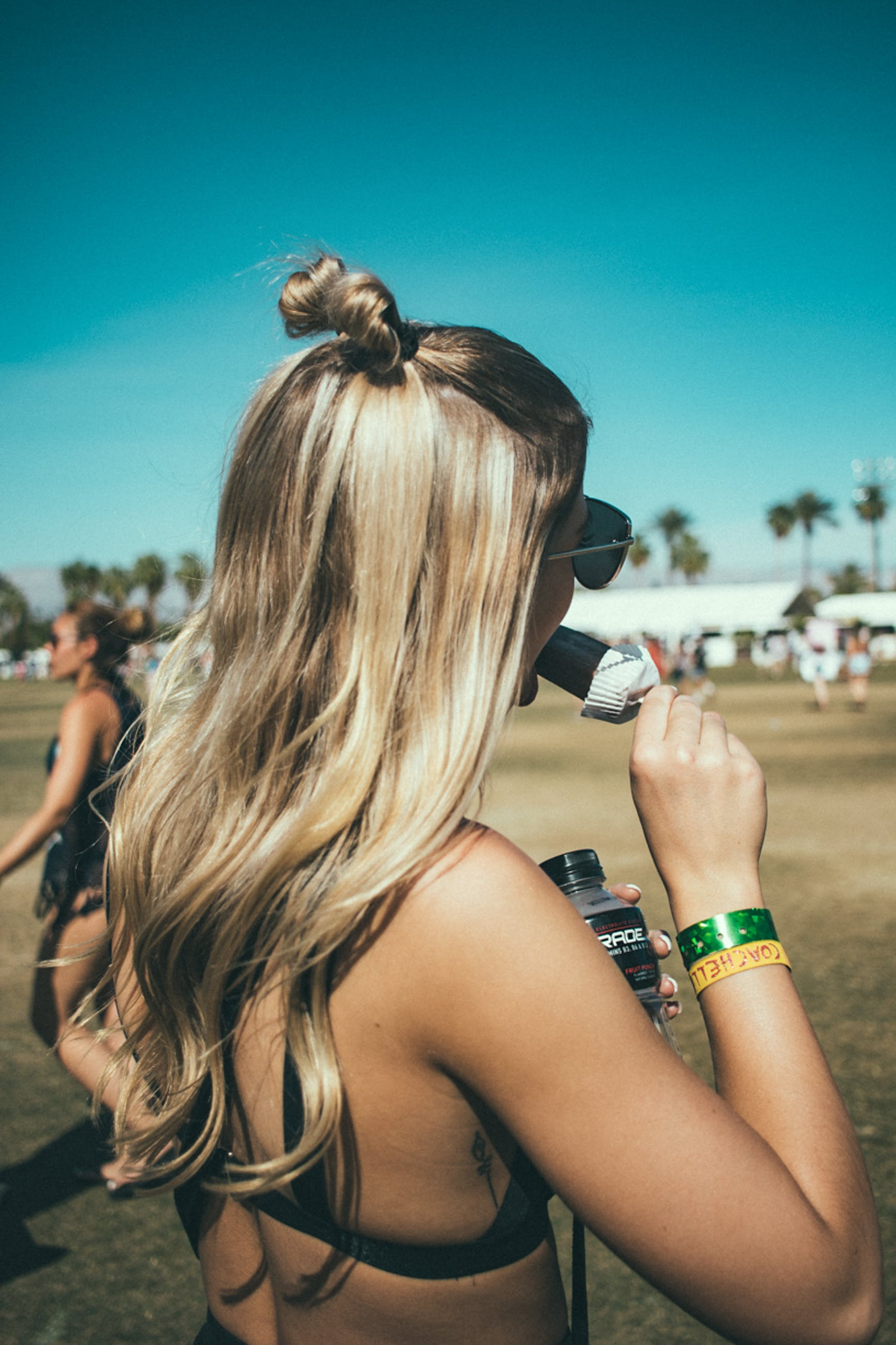 Ingyenes stockfotó frizura, haj, kék ég, konty témában