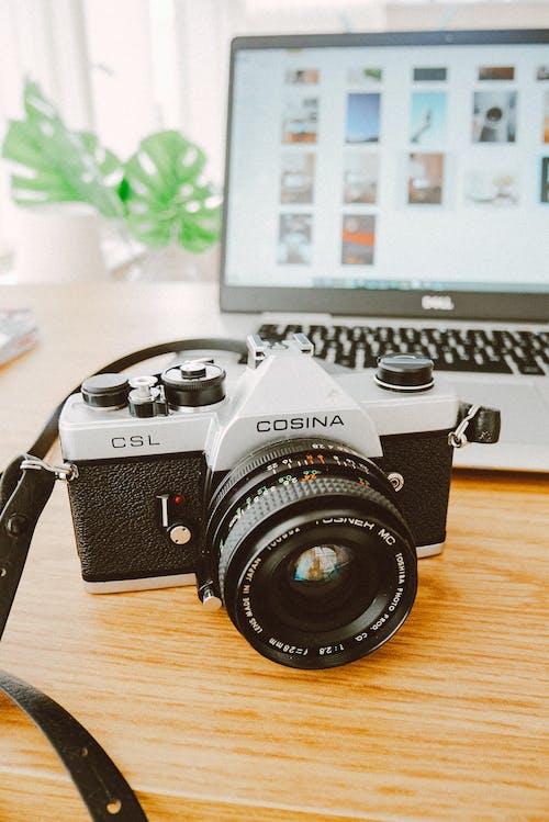 Fotobanka sbezplatnými fotkami na tému elektronika, fotoaparát, notebook, objektív