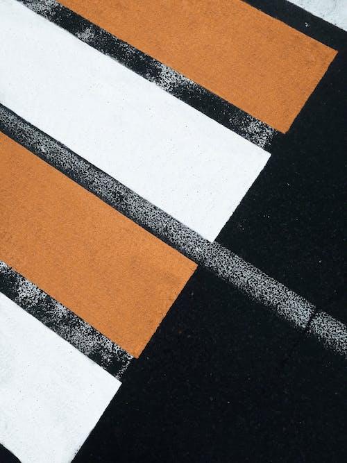 アスファルト, 横断歩道, 歩行者専用車線の無料の写真素材