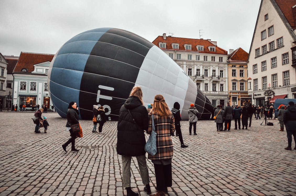 balloon, buildings, grass