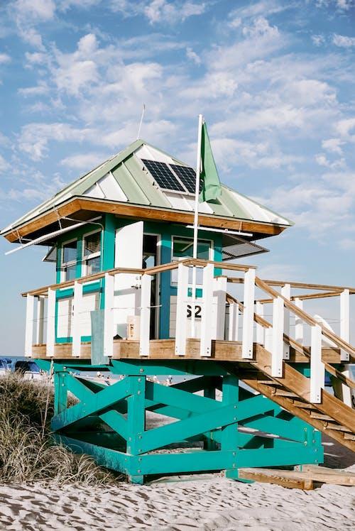 ビーチ, ライフガードタワー, 建物, 建築の無料の写真素材