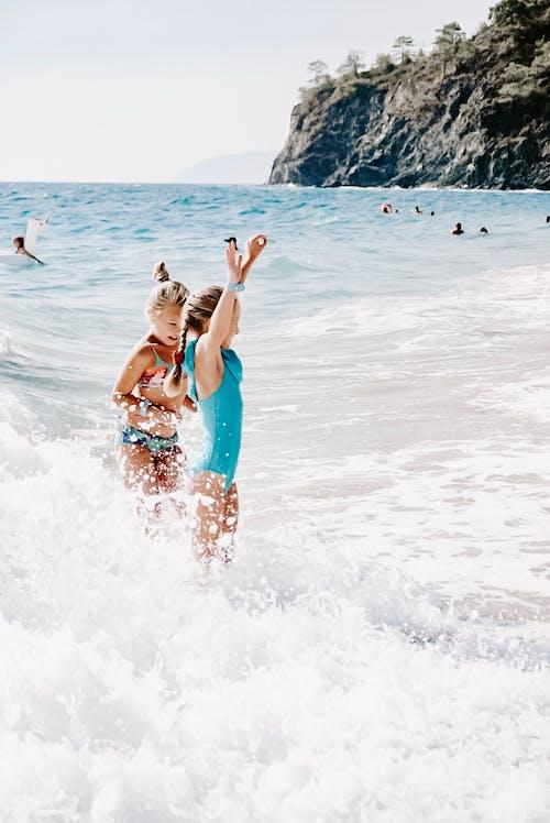 Kostenloses Stock Foto zu action, aktion, baden, beste freunde