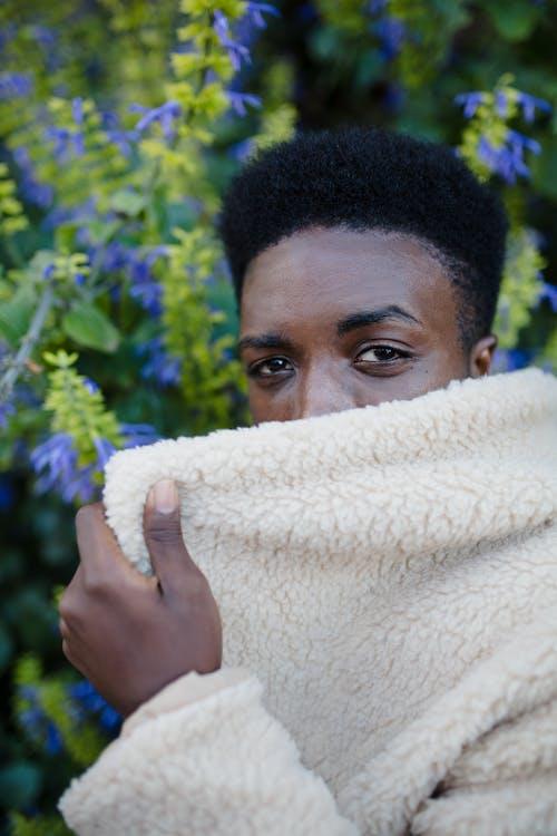 Бесплатное стоковое фото с афро-американец, вьющиеся волосы, глаза, глубина резкости