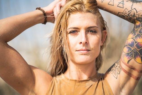 Бесплатное стоковое фото с волос, волосы, выражение лица, женщина