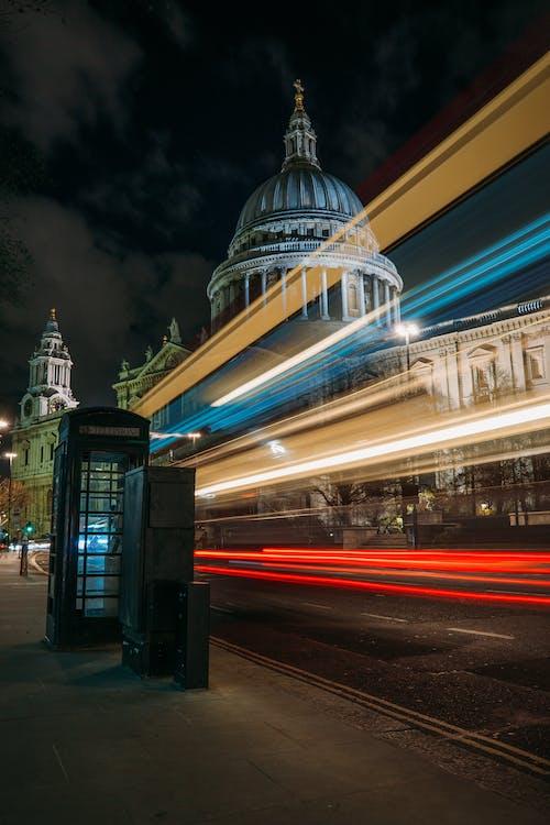 Fotos de stock gratuitas de al aire libre, anochecer, arquitectura, autobús