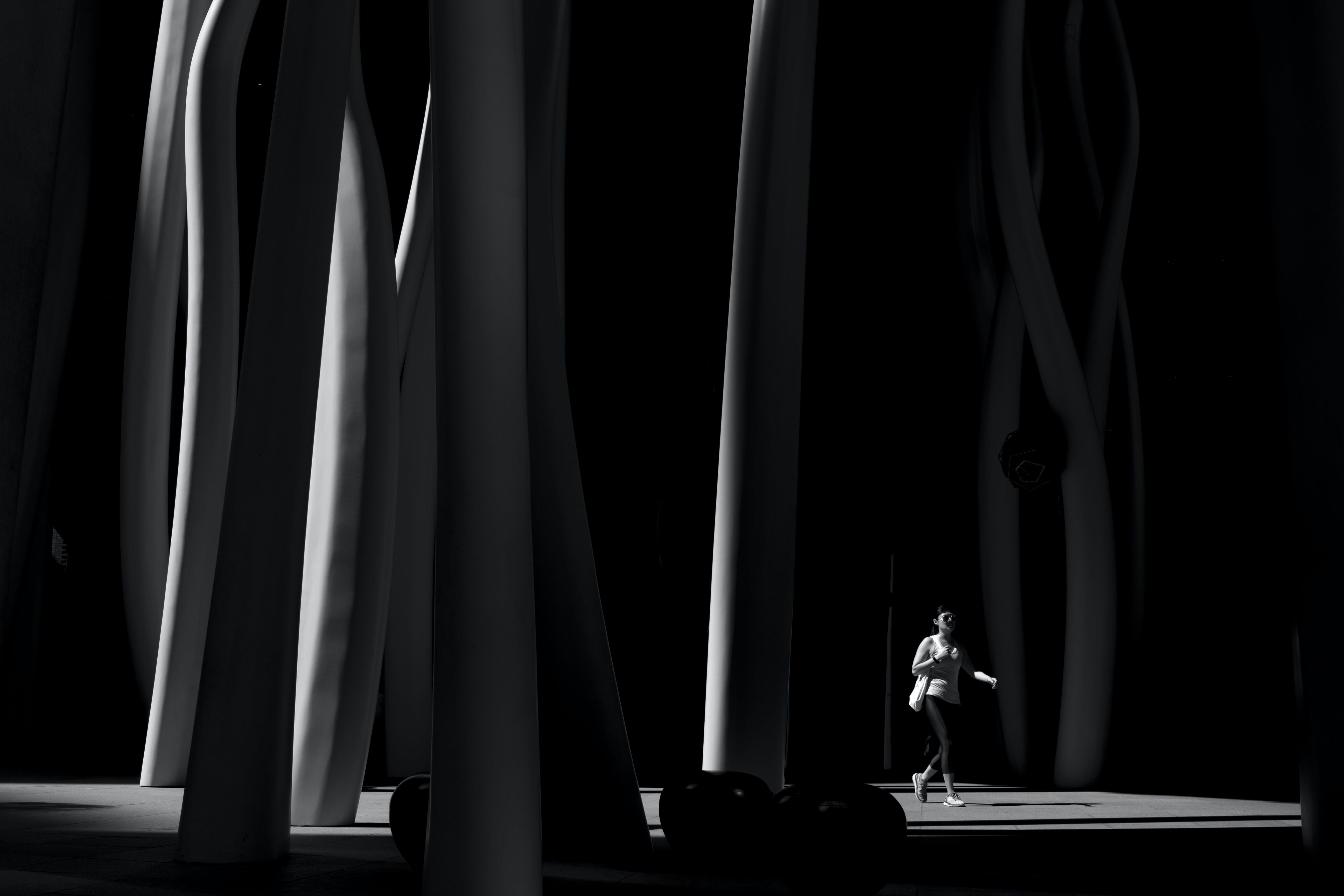 Gratis lagerfoto af indendørs, kunst, kvinde, lys