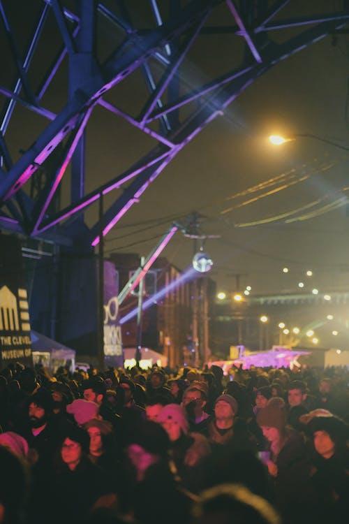Ilmainen kuvapankkikuva tunnisteilla festarit, festivaali, kaupunki, musiikki