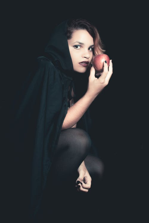 Δωρεάν στοκ φωτογραφιών με apple, ασπρόμαυρο, γκρο πλαν, θλίψη