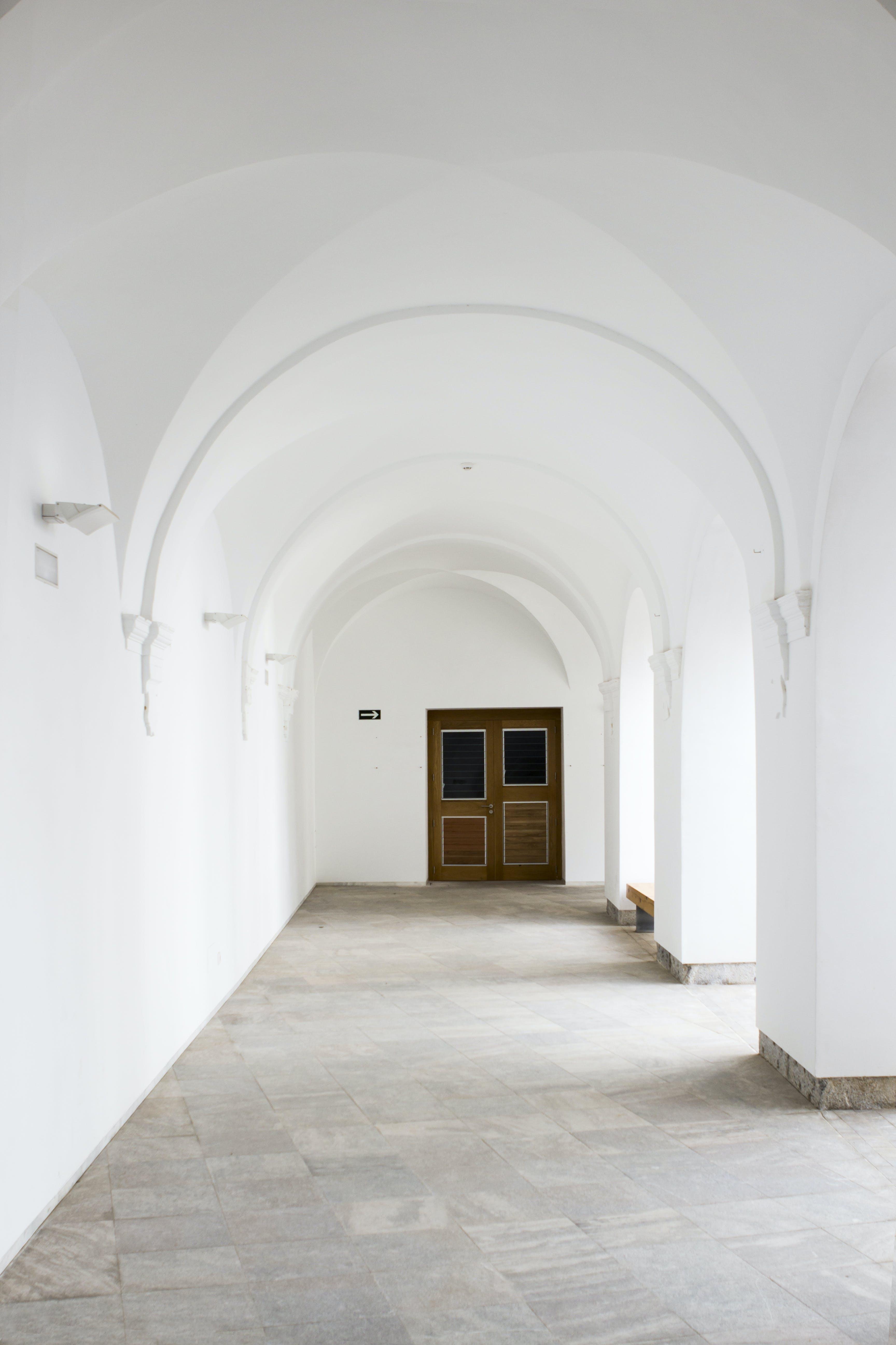 Бесплатное стоковое фото с арки, архитектура, в помещении, вход