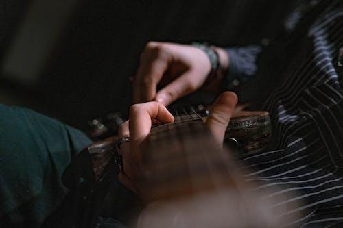 Darmowe zdjęcie z galerii z ciemny, gitara, gitara elektryczna, gitary