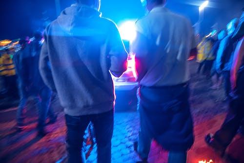 Безкоштовне стокове фото на тему «автомобіль, натовп, поліція»