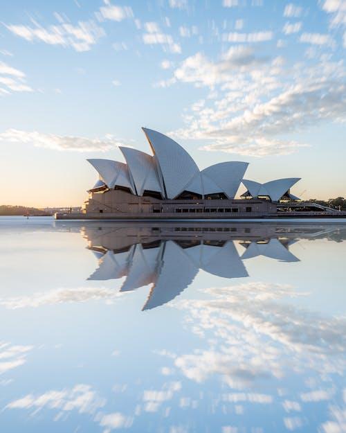 Δωρεάν στοκ φωτογραφιών με skyscape, Ανατολή ηλίου, αντανάκλαση, αρχιτεκτονική