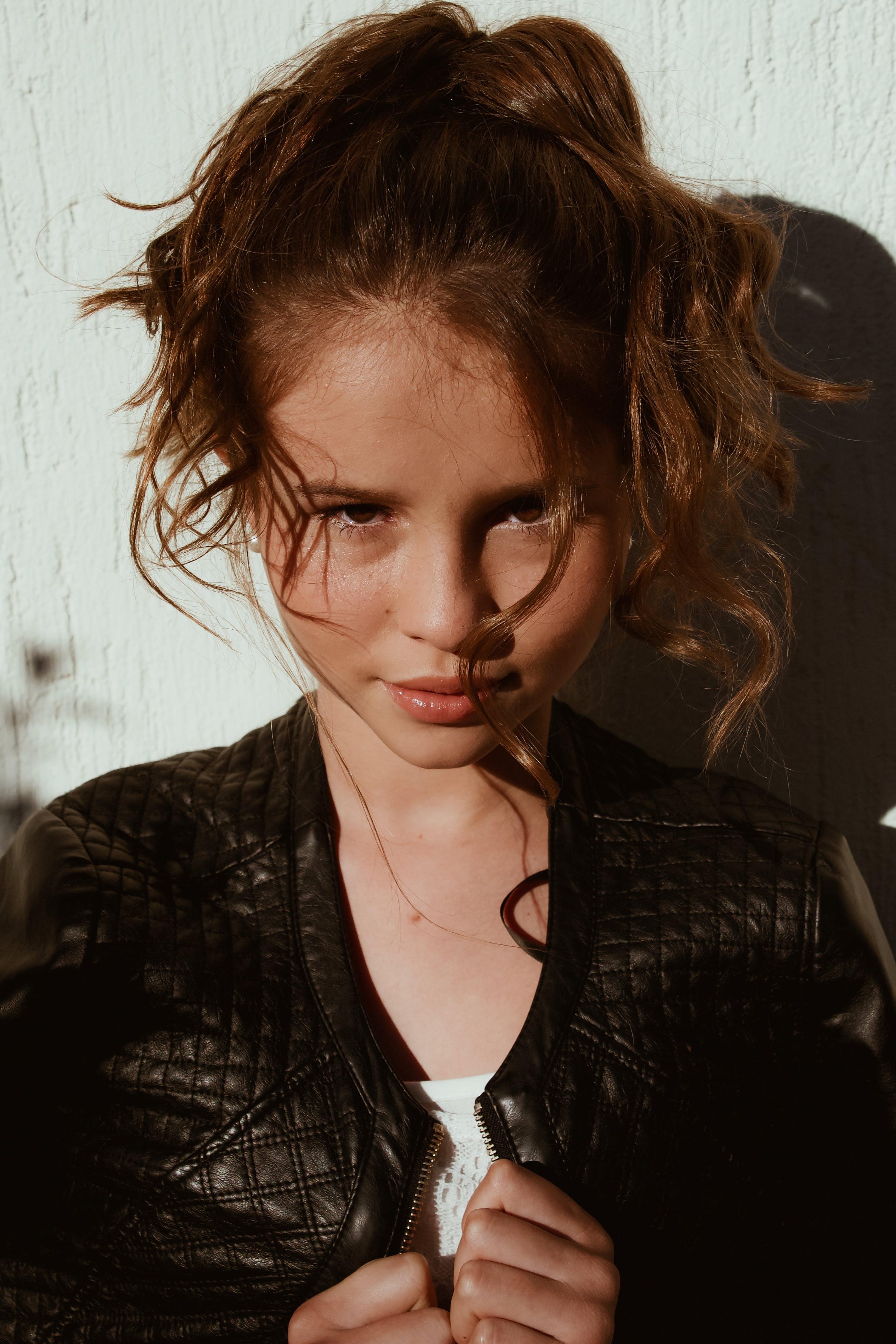 갈색 머리, 귀여운, 눈, 머리의 무료 스톡 사진