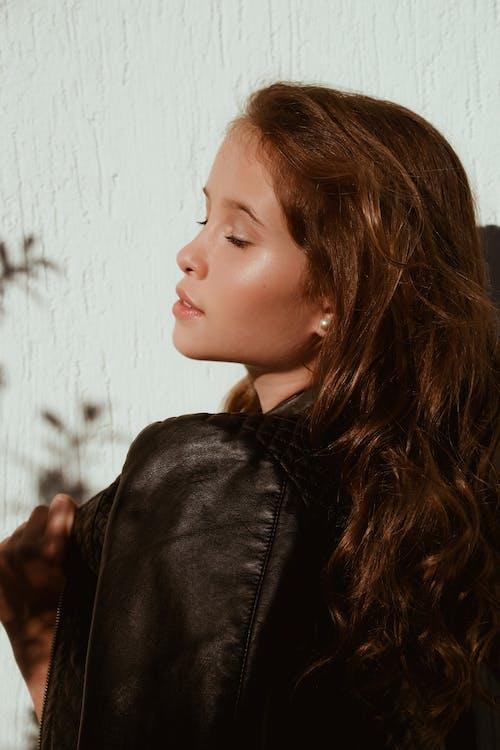 側面圖, 咖啡色頭髮的女人, 嘴唇, 女人 的 免费素材照片