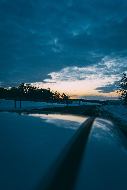 Kostenloses Stock Foto zu abend, auto, dämmerung, fahren