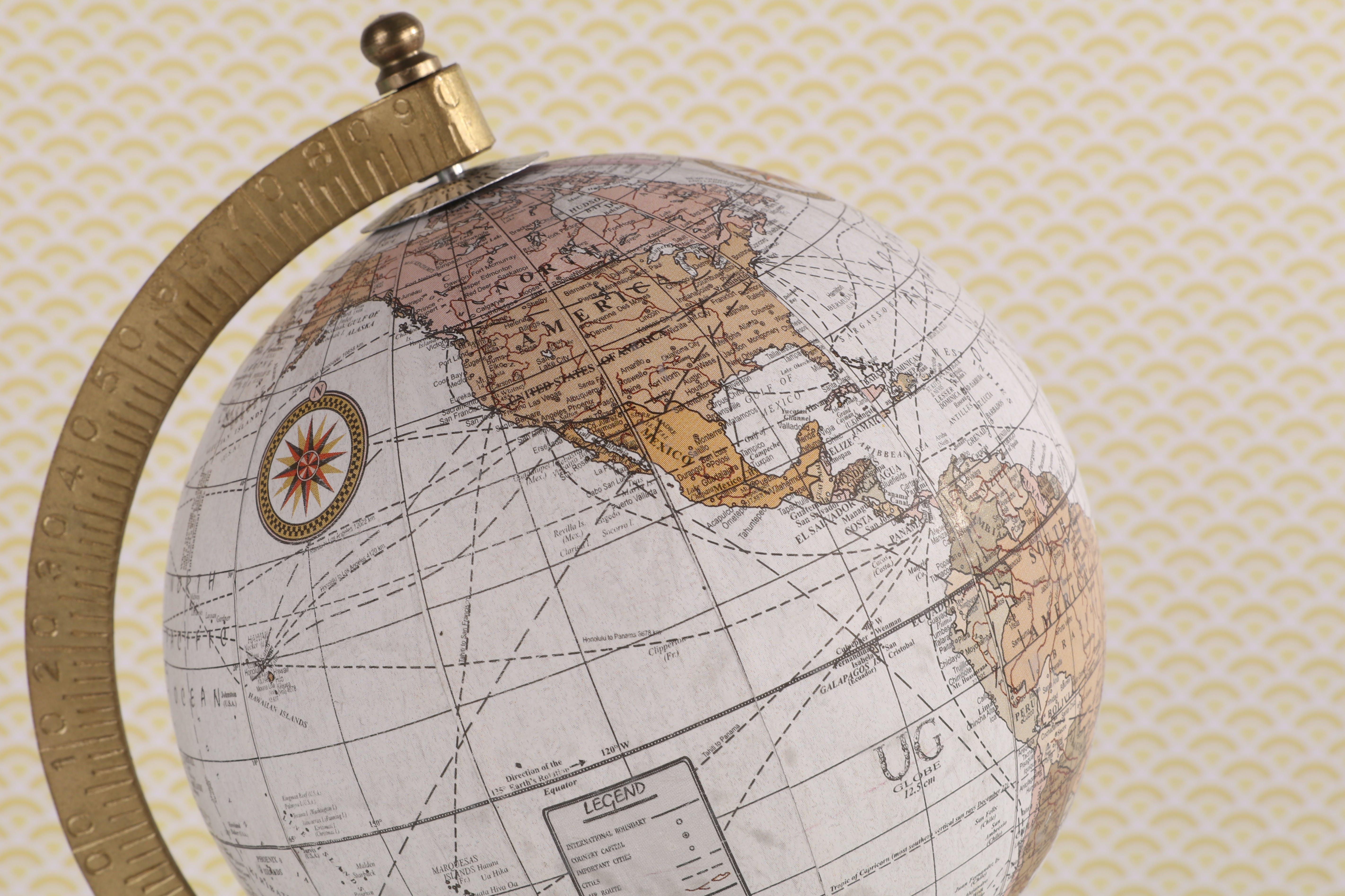 Kostenloses Stock Foto zu amerika, gelbem hintergrund, globus