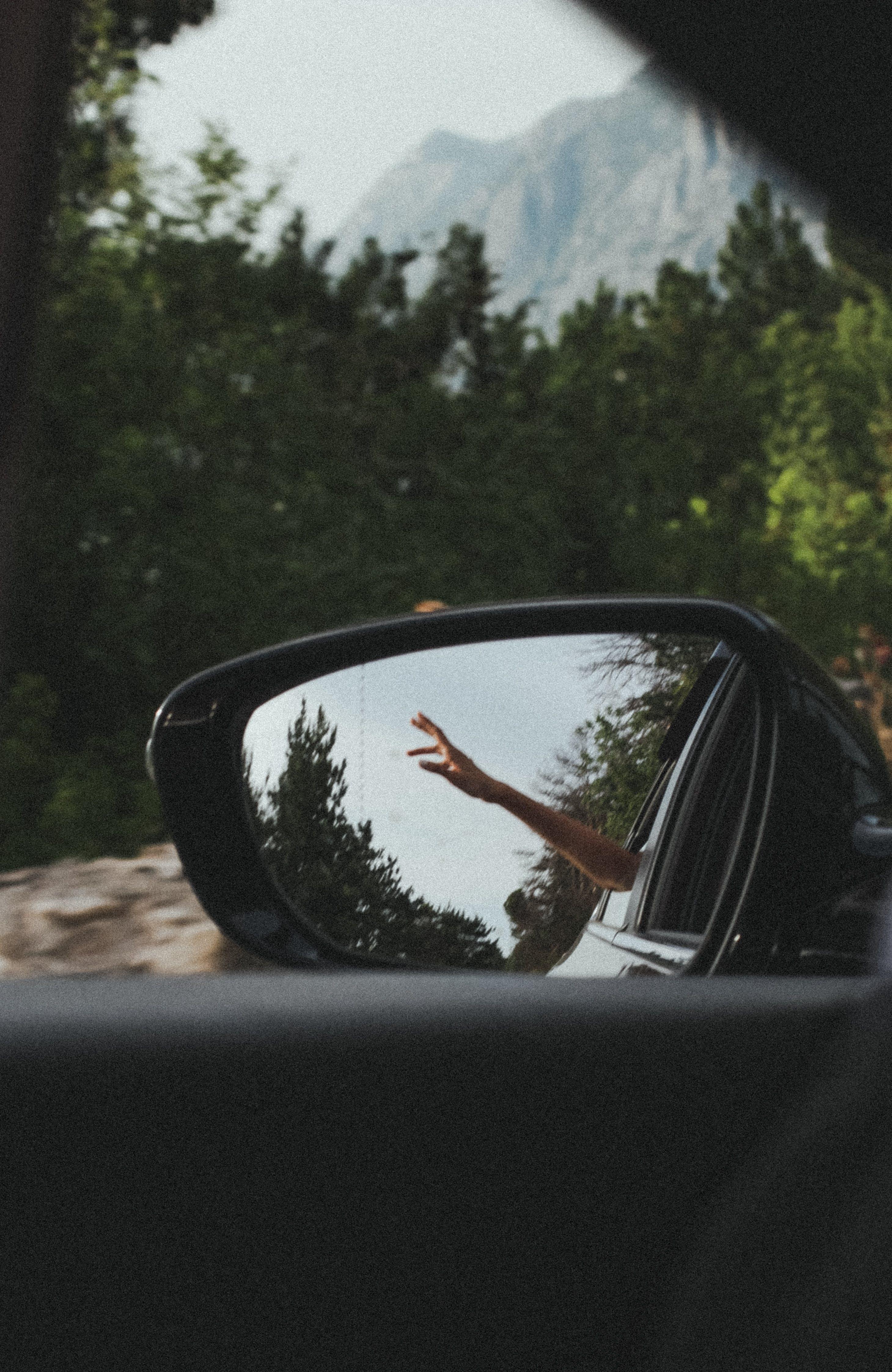 Gratis lagerfoto af bil, bjerg, dagslys, hånd