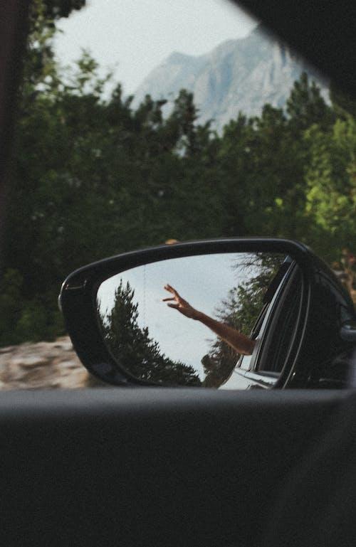 Δωρεάν στοκ φωτογραφιών με άνθρωπος, αντανάκλαση, αυτοκίνητο, αυτοκινητοβιομηχανία