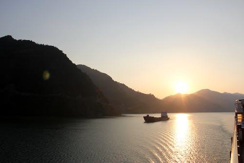 Ingyenes stockfotó hajó, hegyek, jangce, naplemente témában