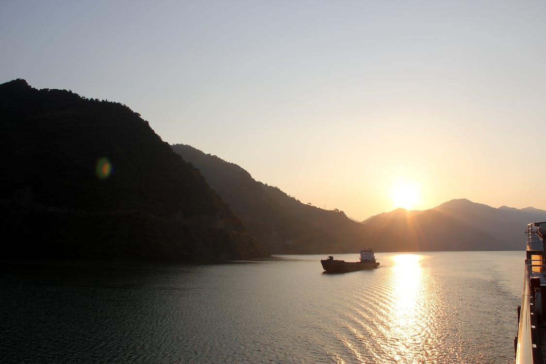 bergen, fartyg, solnedgång