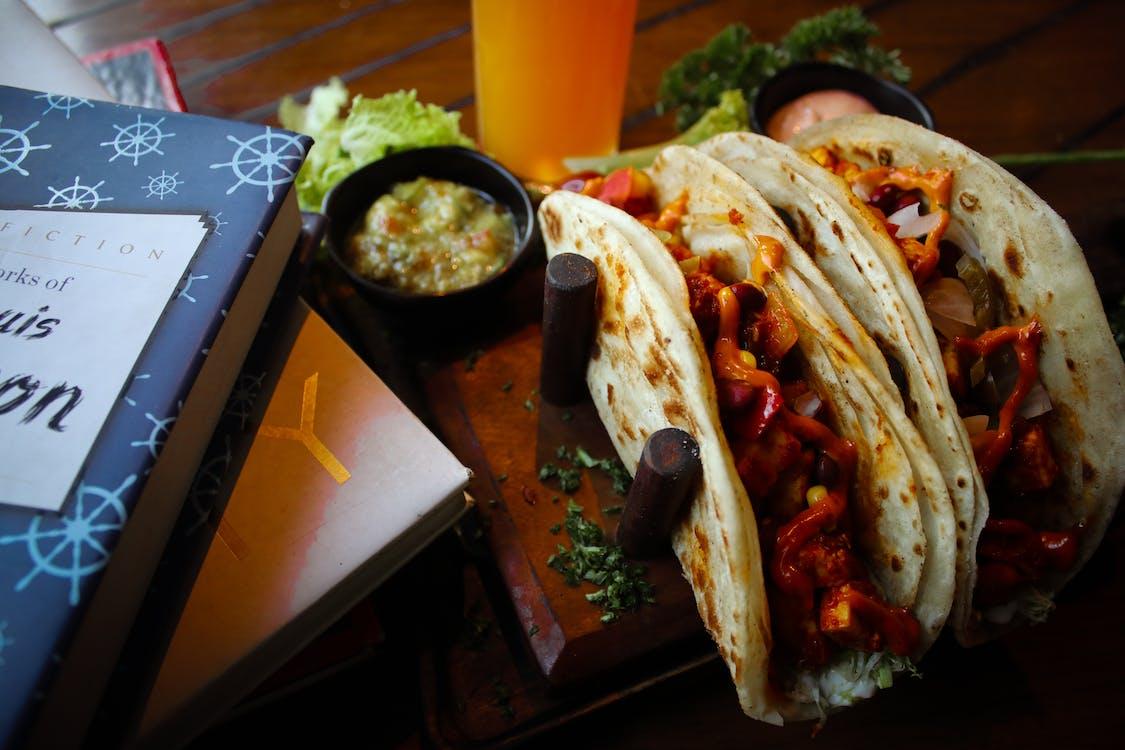 Gratis stockfoto met americantacos, boeken, foodphotography