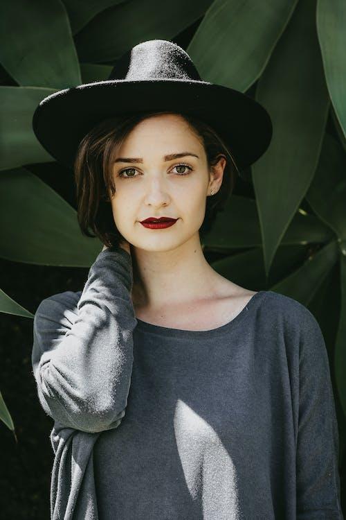 Foto d'estoc gratuïta de barret, bellesa, bonic, bufó