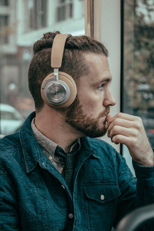 Foto d'estoc gratuïta de auriculars, home, noi, paio