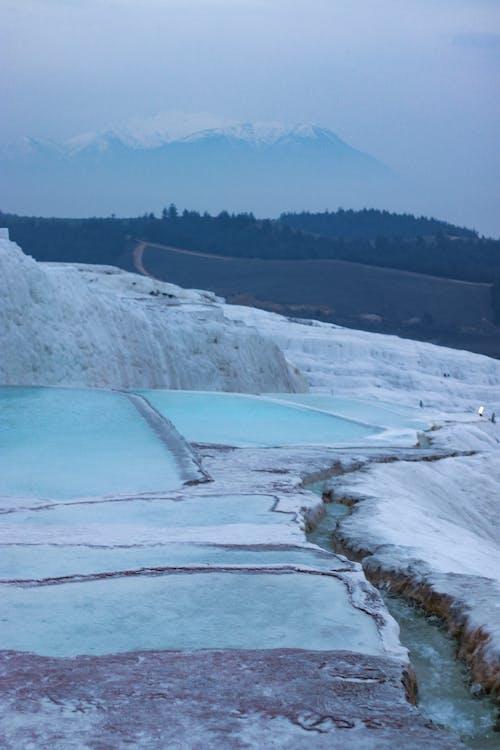 Yamaçlardan Akan Buzulların Eriyen Dağların Doğal Manzarası