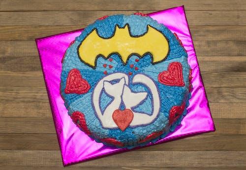 Gratis lagerfoto af Batman, blå, fødselsdagskage, hjerteform