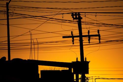 Foto d'estoc gratuïta de cables, ciutat, línies elèctriques, migdia