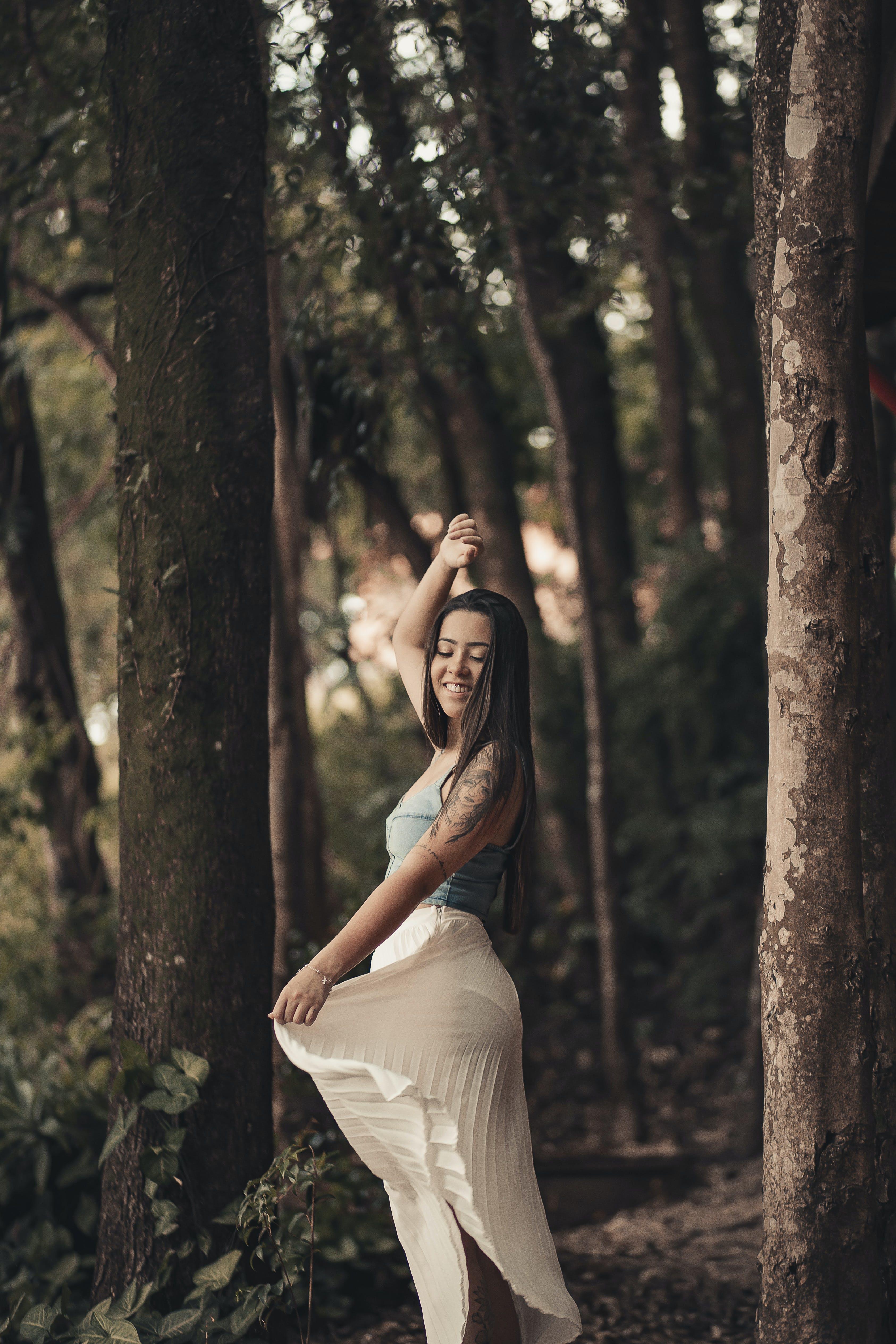 คลังภาพถ่ายฟรี ของ ชุด, ท่าทาง, นางแบบ, ป่า
