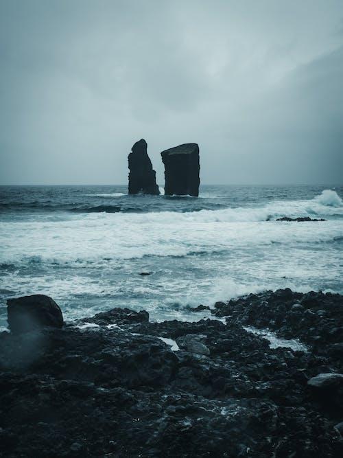 dalgalar, deniz kıyısı, deniz manzarası, doğa içeren Ücretsiz stok fotoğraf