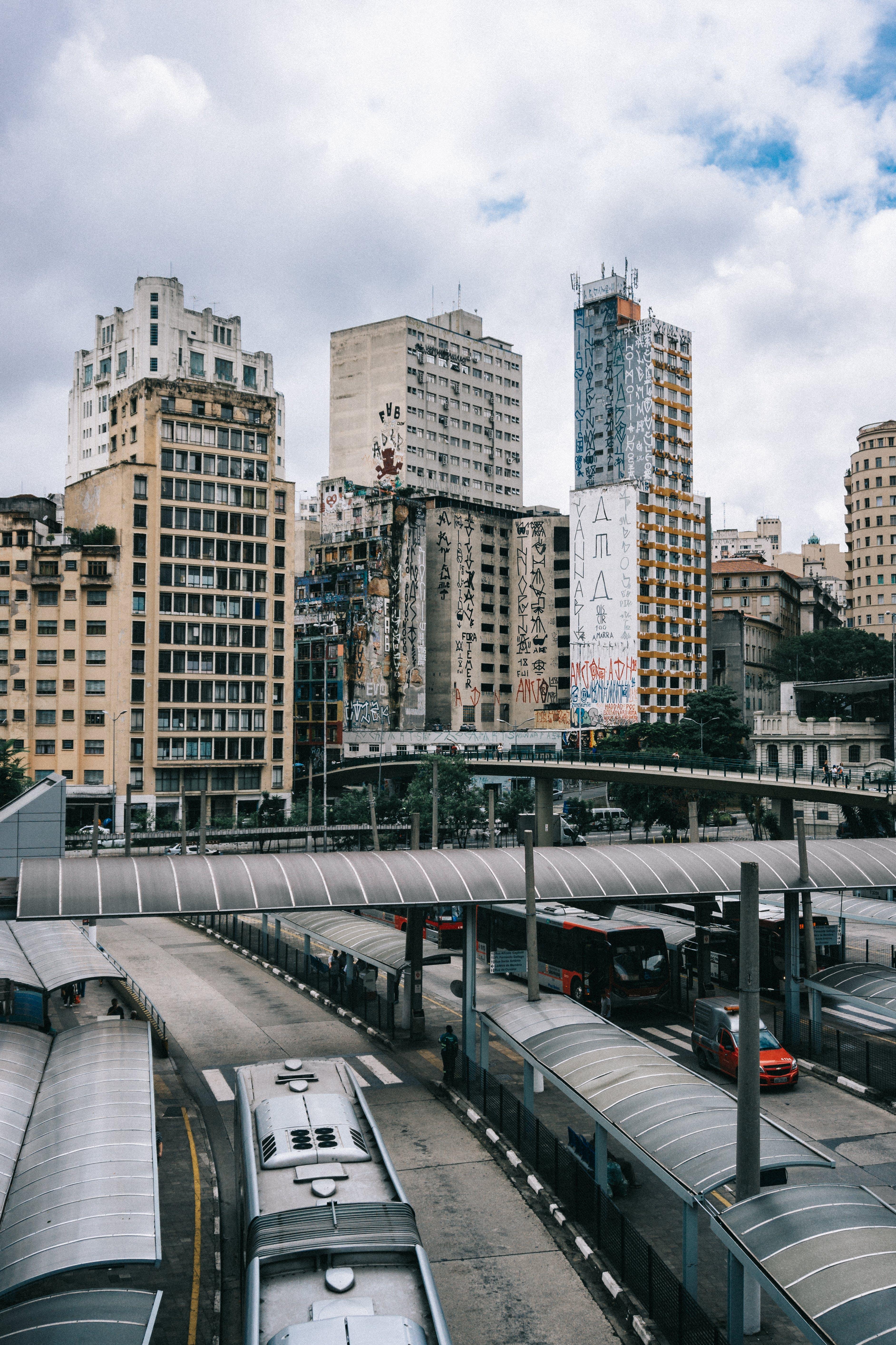 Ilmainen kuvapankkikuva tunnisteilla arkkitehtuuri, auto, business, bussi