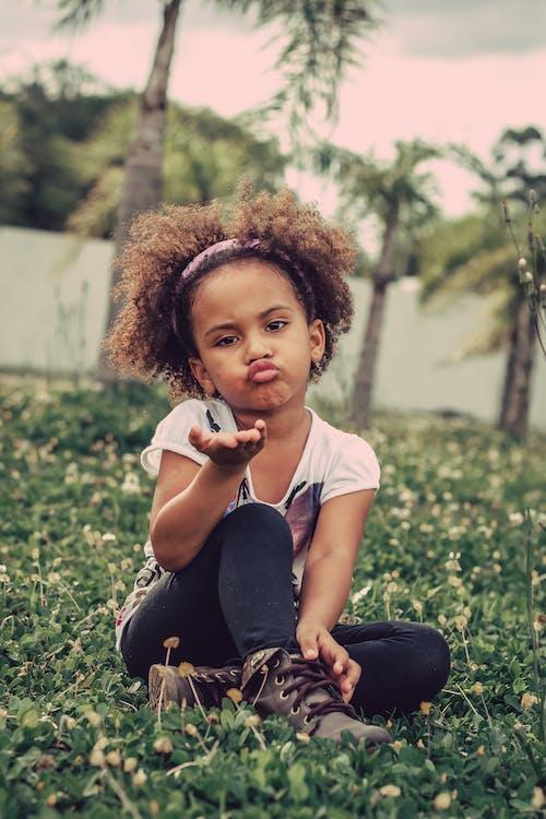 boş zaman, çim, çocuk, çok sevimli içeren Ücretsiz stok fotoğraf