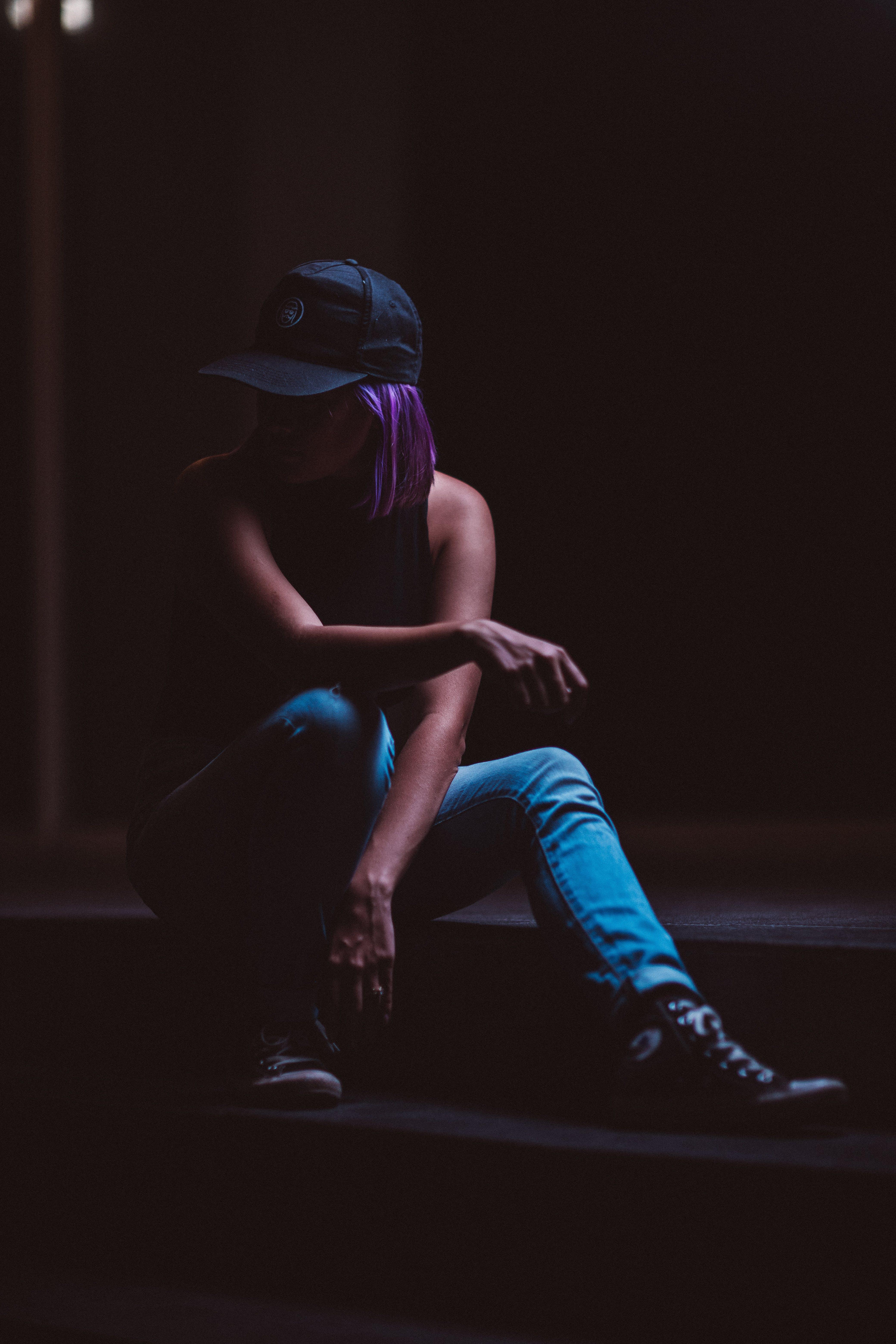 Gratis lagerfoto af Converse, fra siden, hat, kasket