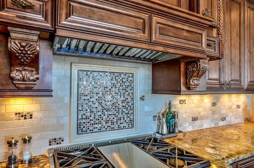 Immagine gratuita di armadietto, bancone della cucina, cucina, interior design