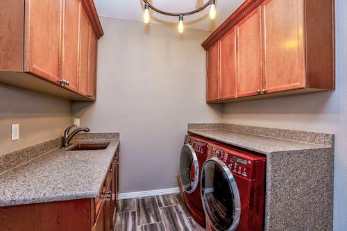 Immagine gratuita di affondare, asciugatrice, bancone della cucina, interior design