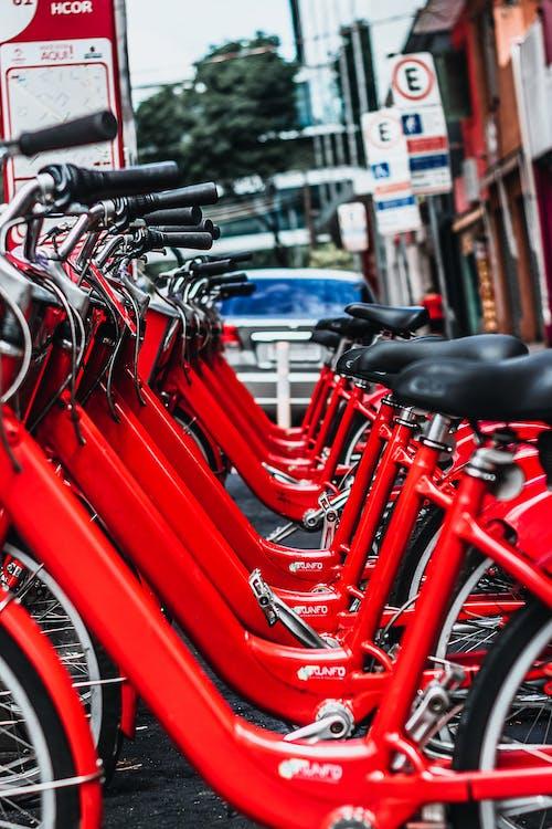 Foto profissional grátis de bicicletas, estacionado