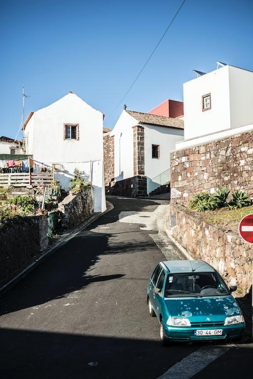 Foto stok gratis Arsitektur, bangunan, jalan, jalanan