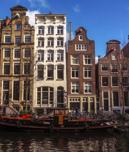 Δωρεάν στοκ φωτογραφιών με amsterdam central, Άμστερνταμ, βάρκες, γαλάζιος ουρανός