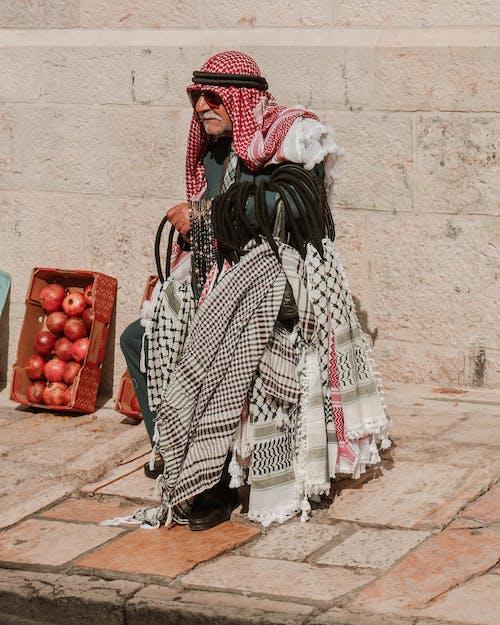 คลังภาพถ่ายฟรี ของ keffiyeh, ตลาด, นั่ง, ผ้าคลุมศีรษะ