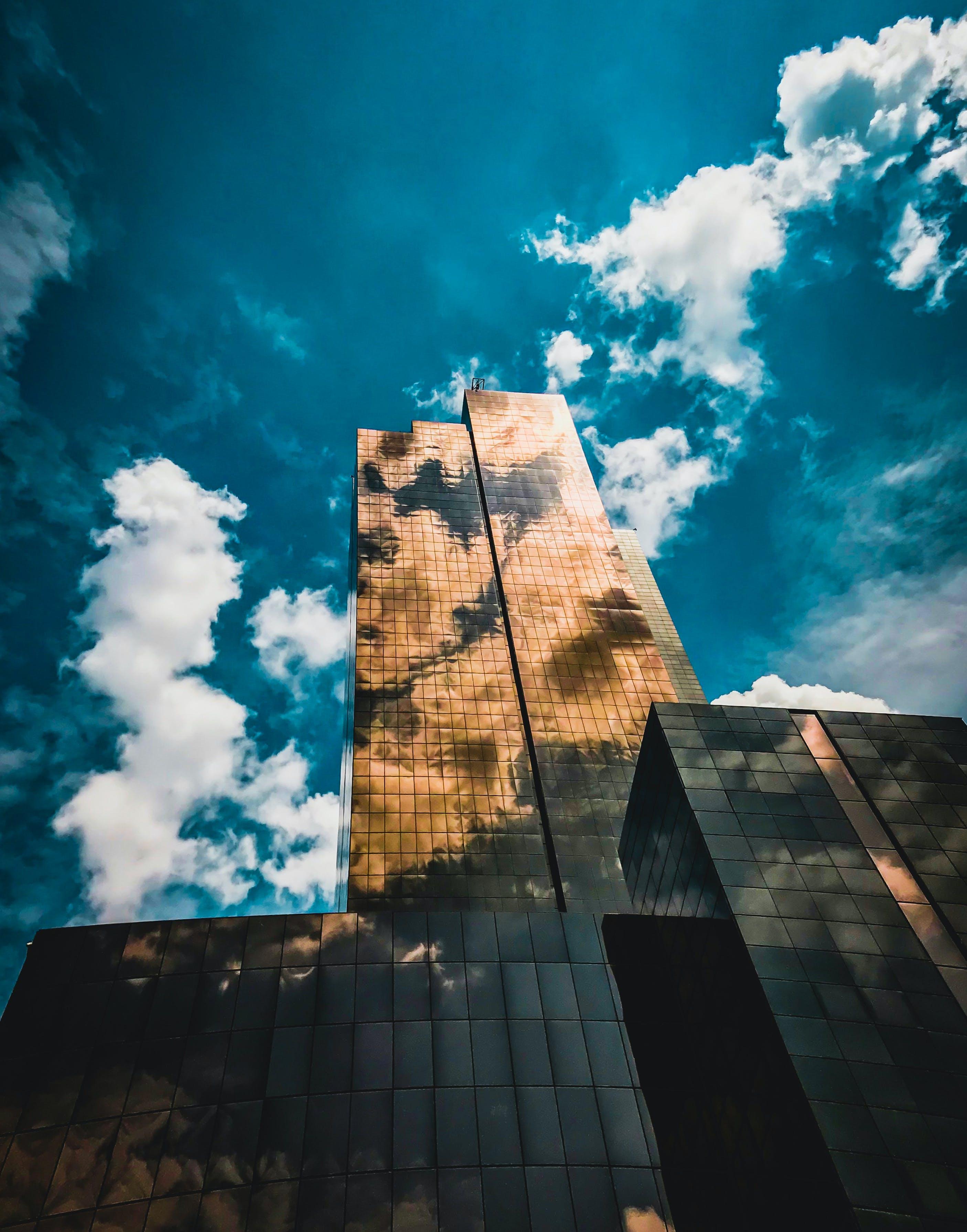 Безкоштовне стокове фото на тему «архітектура, архітектурне проектування, бізнес, блакитне небо»