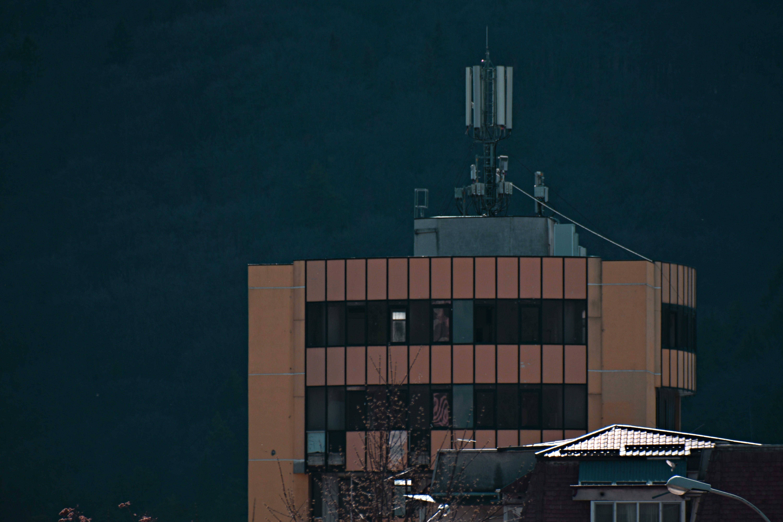 Darmowe zdjęcie z galerii z architektura, biuro, budynek, dach