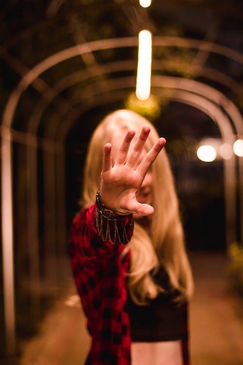 Бесплатное стоковое фото с альбинос, блондинка, дама, зима