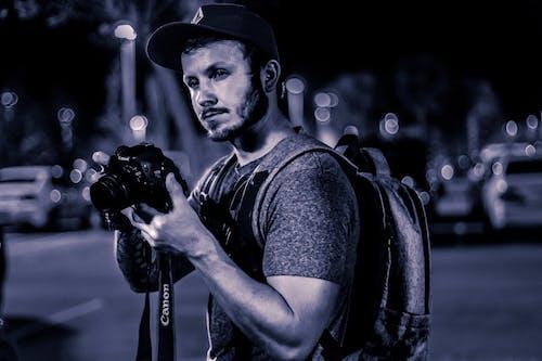 Darmowe zdjęcie z galerii z canon, czapki, fotografia nocna, plecak