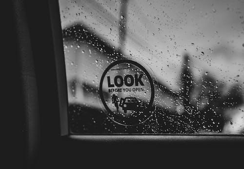 Ilmainen kuvapankkikuva tunnisteilla auto, auton ikkuna, flunssa, juomalasi