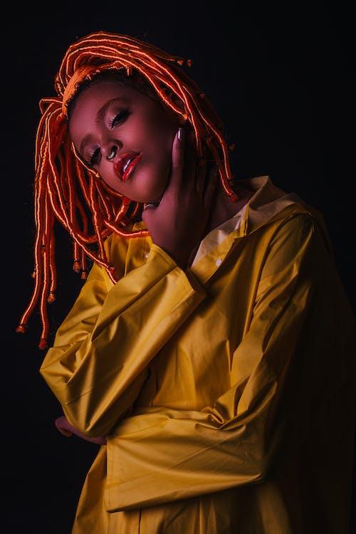 Gratis lagerfoto af afroamerikansk kvinde, appelsin, dreadlocks, fotosession