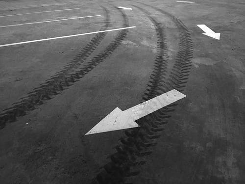 Foto d'estoc gratuïta de blanc i negre, conducció, goma d'esborrar