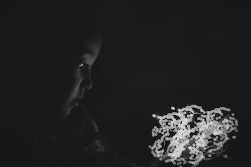 女の子, 白黒, 黒の無料の写真素材