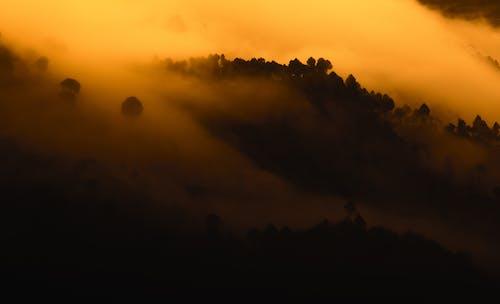 Fotobanka sbezplatnými fotkami na tému čierna, hmla, hory, krása v prírode